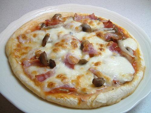 きのことベーコンのピッツァ